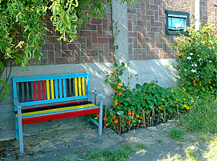 pavement garden with coloured seat